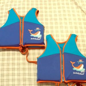 2 swim vests